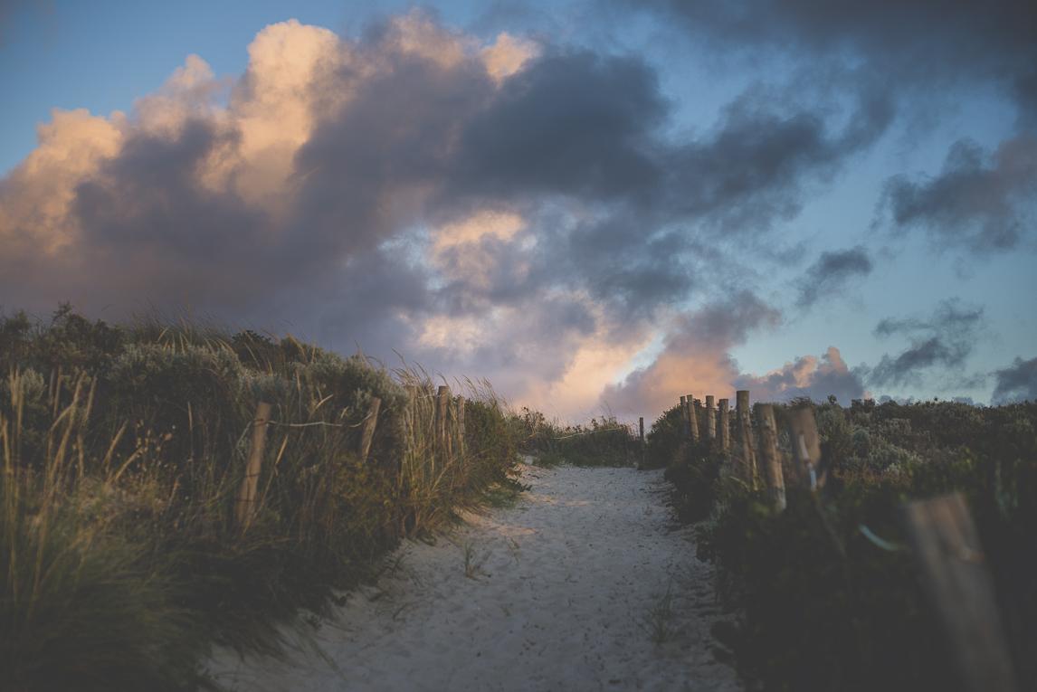 rozimages - photographie de grossesse - chemin de plage et ciel nuageux - City Beach, Perth, Australie