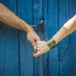 rozimages - portrait photography - couple session - woman and man holding hands in front of blue door, close up on hands - Melgven, France
