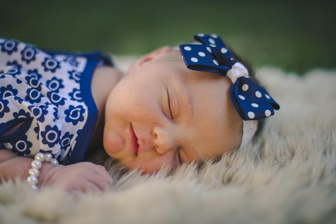 rozimages - photographie de portrait - session nouveau-né - visage d'une nouveau-née qui dort - Broome, Australie