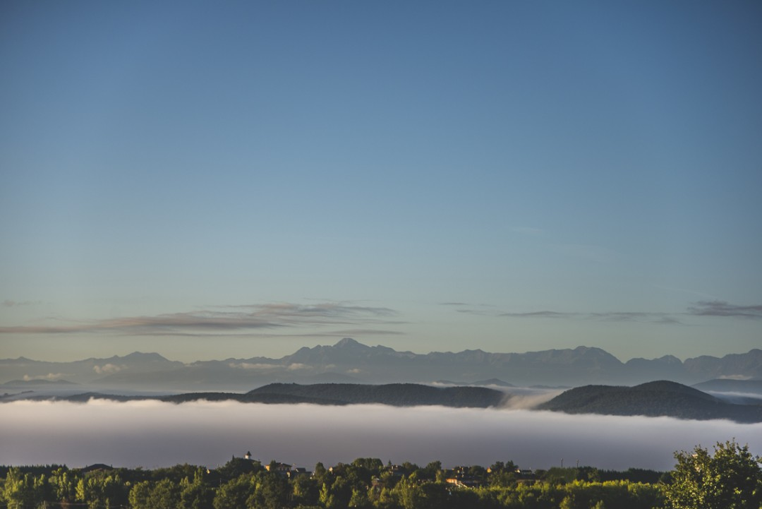 rozimages - travel photography - view of mountains behind foggy valley - Mondavezan, France