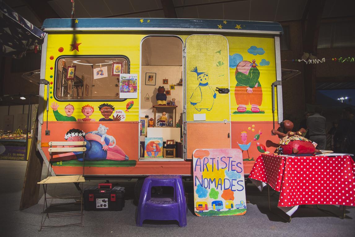 rozimages - photographie évènementielle - Salon des Arts et du Feu 2015 - caravane colorée avec sculptures à l'intérieur - Martres-Tolosane, France