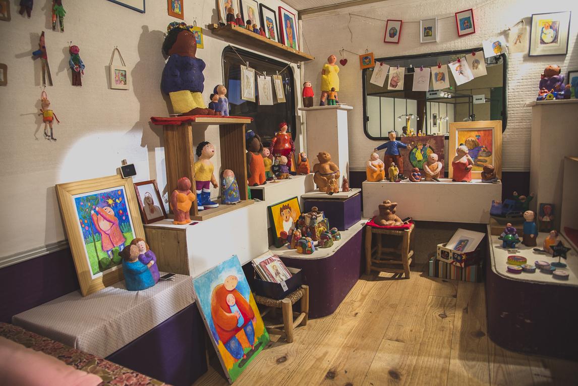 rozimages - photographie évènementielle - Salon des Arts et du Feu 2015 - présentation de sculptures à l'intérieur d'une caravane - Martres-Tolosane, France