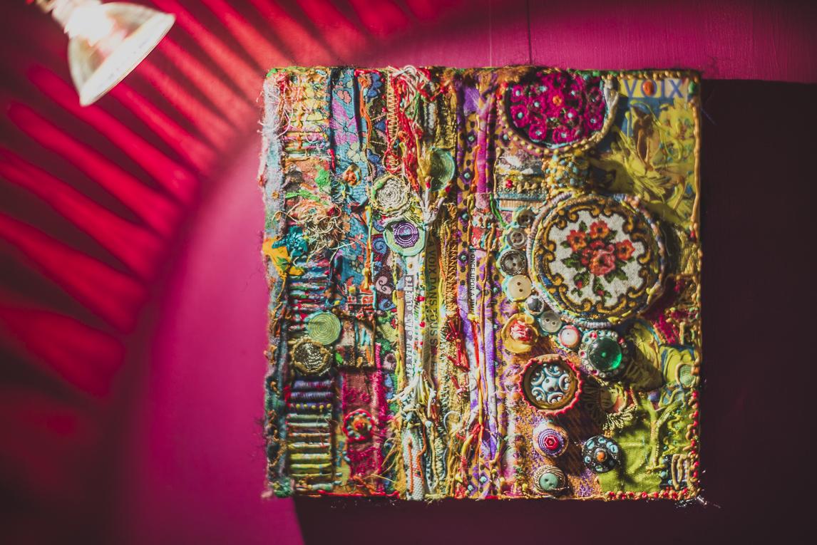 rozimages - photographie évènementielle - Salon des Arts et du Feu 2015 - broderie colorée encadrée - Martres-Tolosane, France