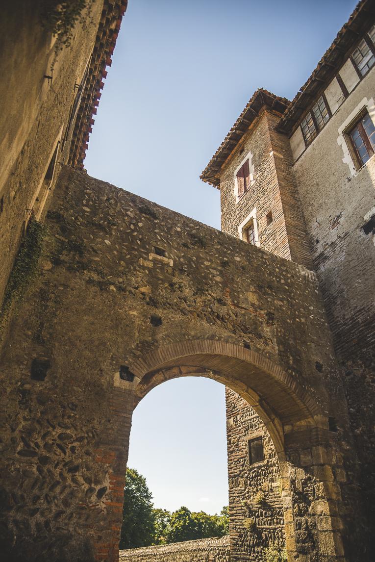 rozimages - photographie de voyage - entrée de bastide - Palaminy, France