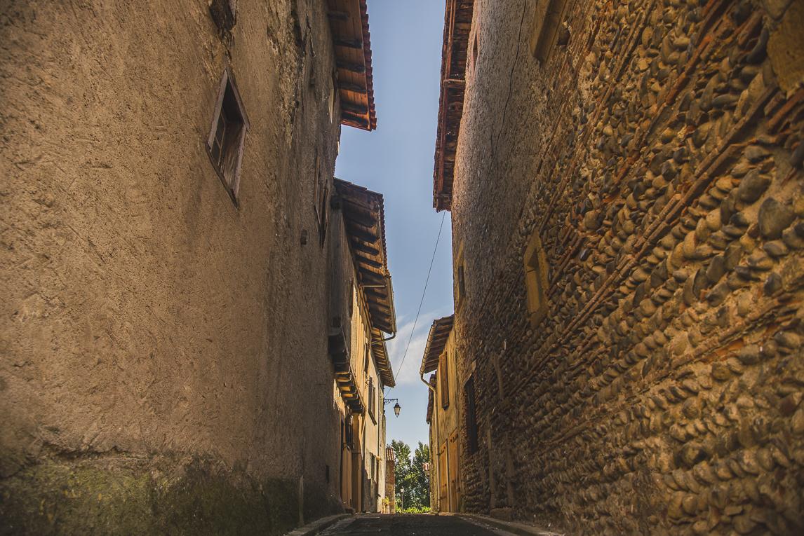 rozimages - photographie de voyage - allée étroite - Palaminy, France