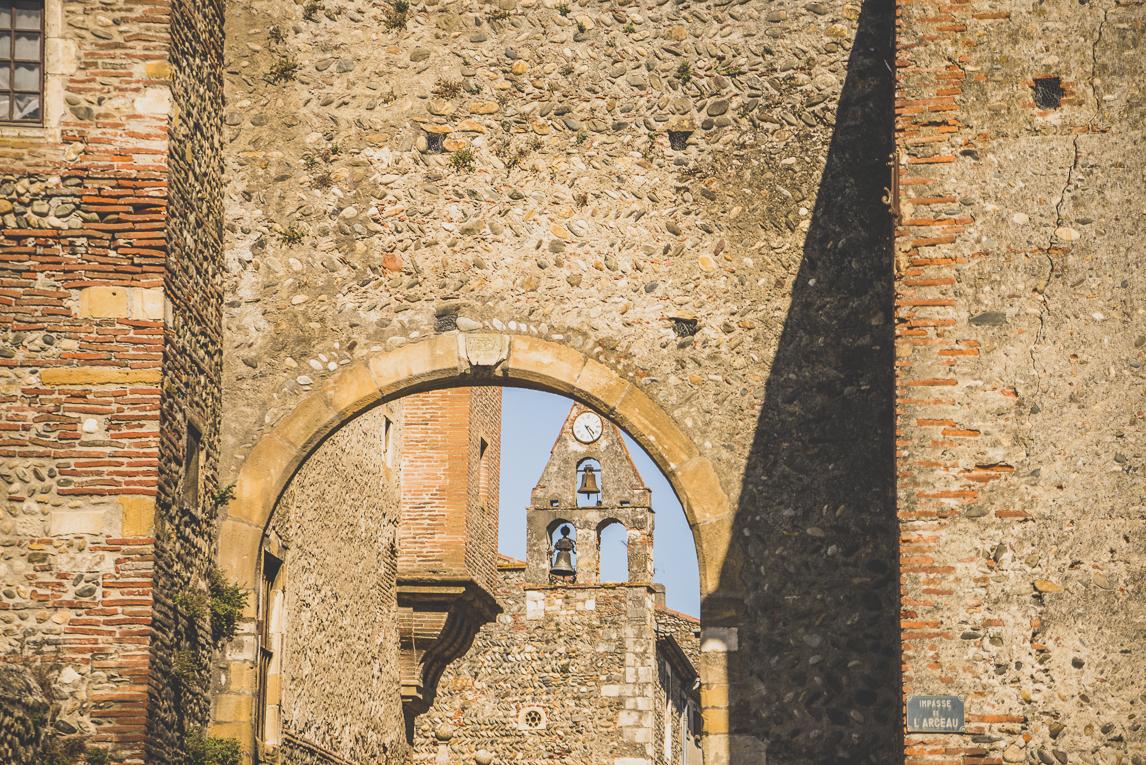 rozimages - photographie de voyage - clocher derrière arche - Palaminy, France