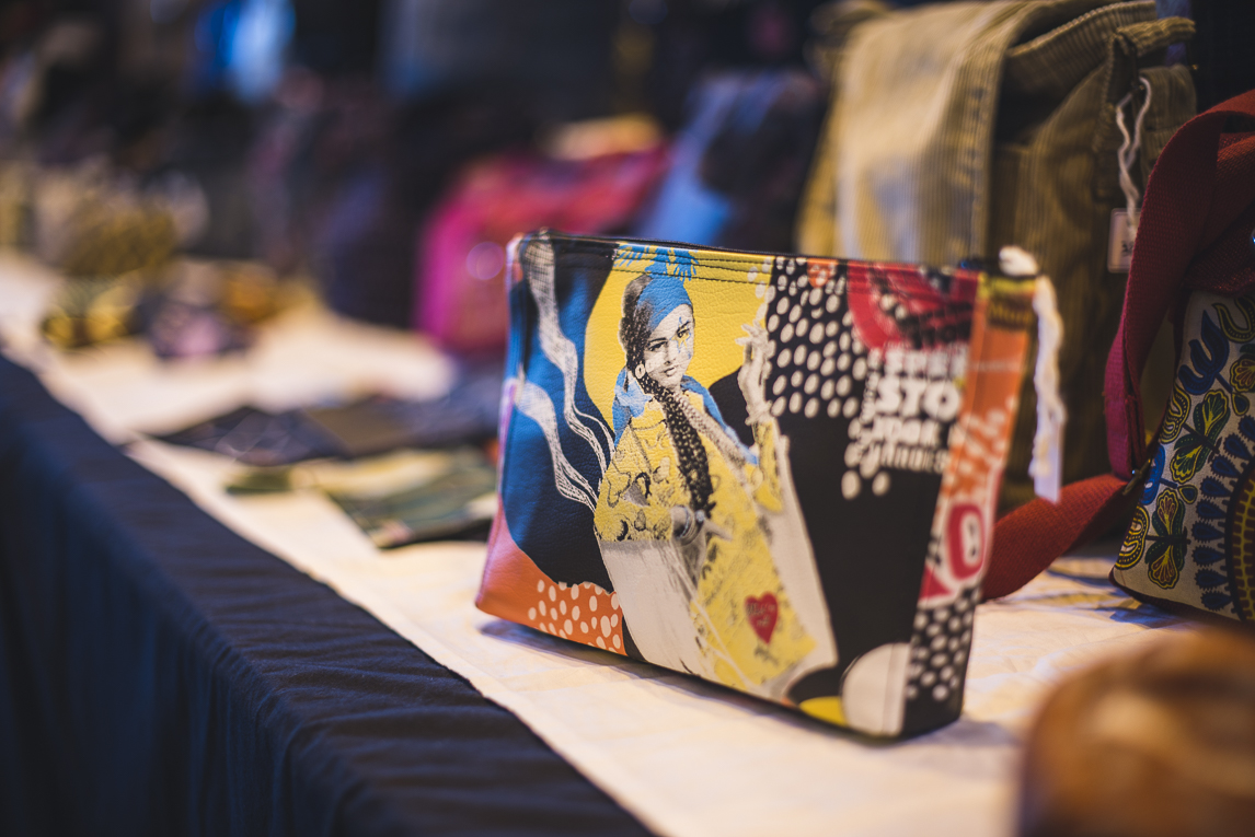 rozimages - event photography - community event - Christmas Market 2015 - bags on display - Mondavezan, France