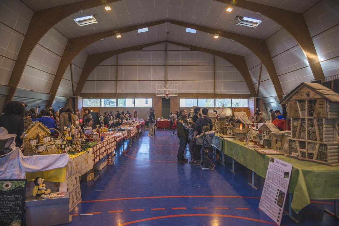 rozimages - photographie d'évènement - évènement communautaire - Marché de Noël 2015 - allées de stands - Mondavezan, France