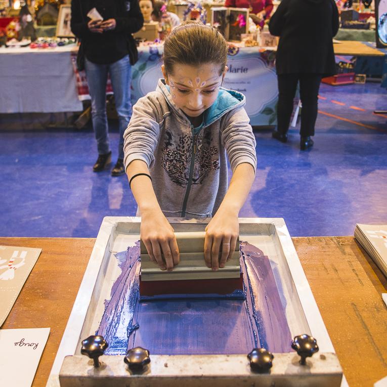 rozimages - photographie d'évènement - évènement communautaire - Marché de Noël 2015 - atelier de sérigraphie pour enfants - Mondavezan, France