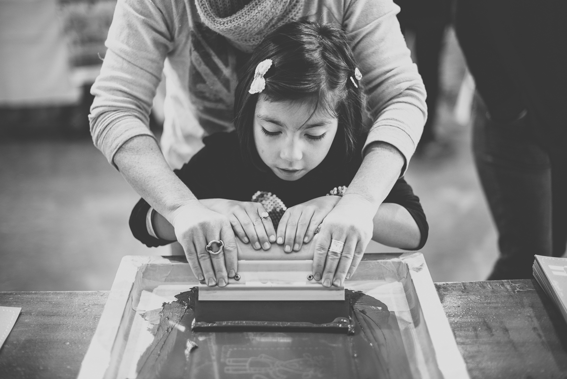 rozimages - event photography - community event - Christmas Market 2015 - printing workshop for kids - Mondavezan, France