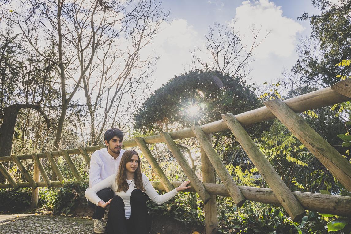 rozimages - photographie de couple - couple assis - Jardin des plantes, Toulouse, France