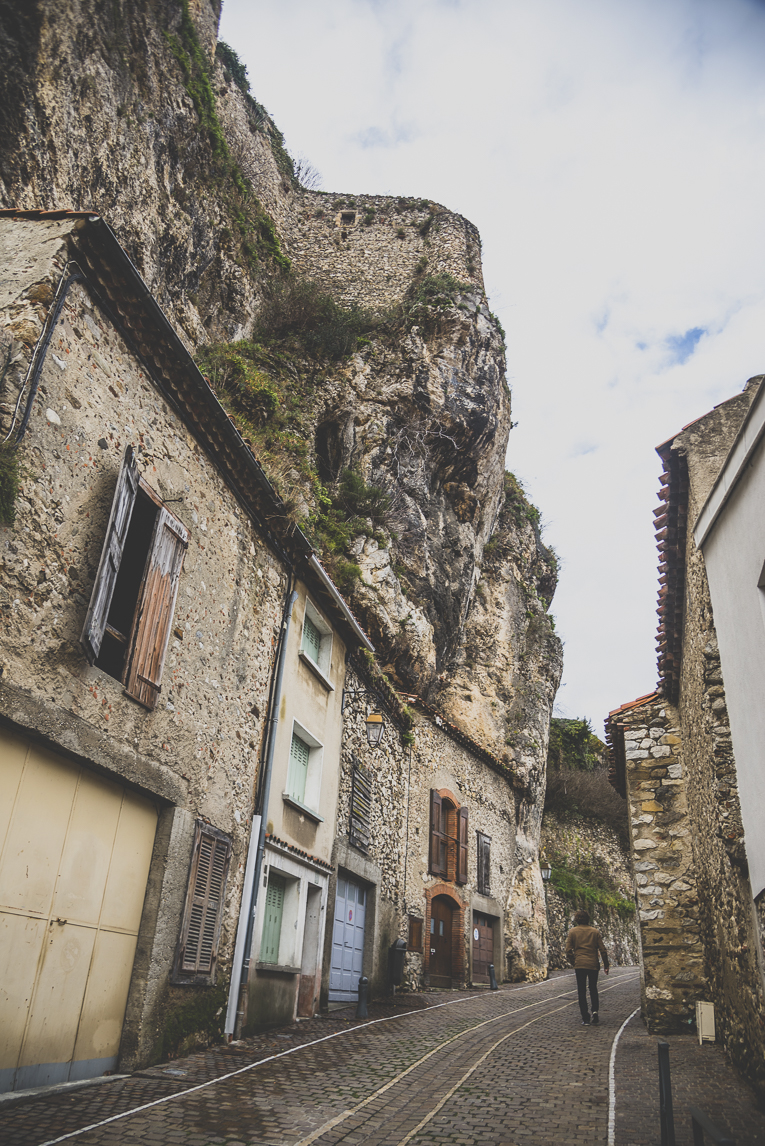 rozimages - travel photography - steep street and buildings - Foix, France