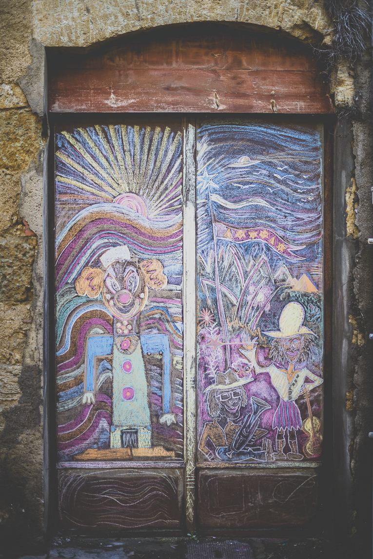 Photo of the French town of Auch - painted door - Auch Photographer
