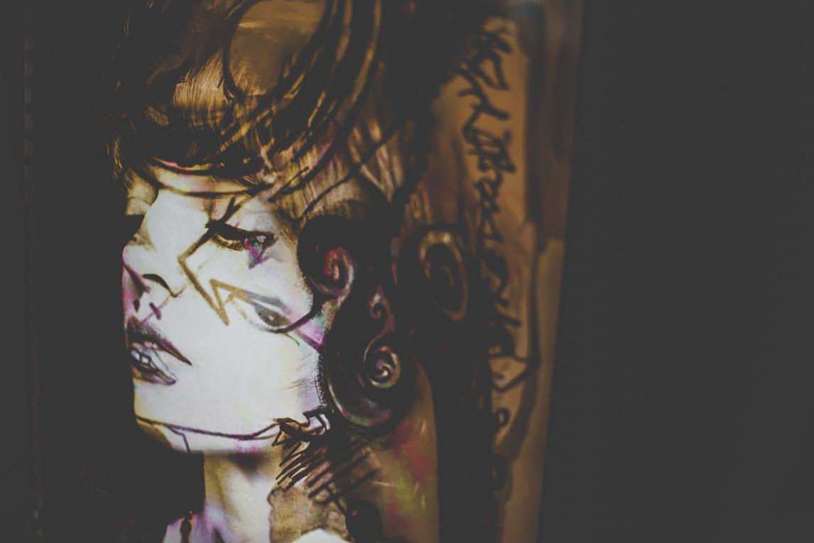 Salon Bien-être et Créations - painting display Jenny Dufraisse - Event Photographer