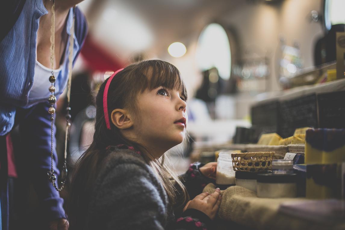 Salon Bien-être et Créations - Little girl and soap - Event Photographer