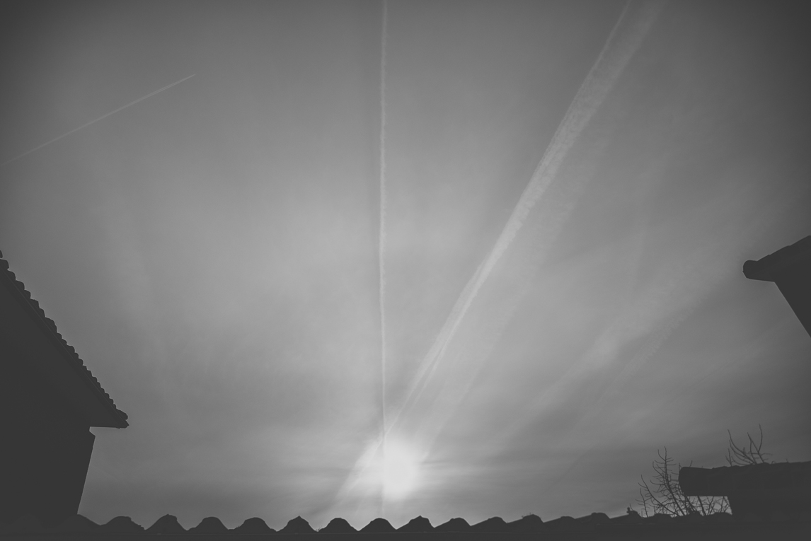 Photo of the French town of Aurignac - airplane trails in the sky - Aurignac Photographer