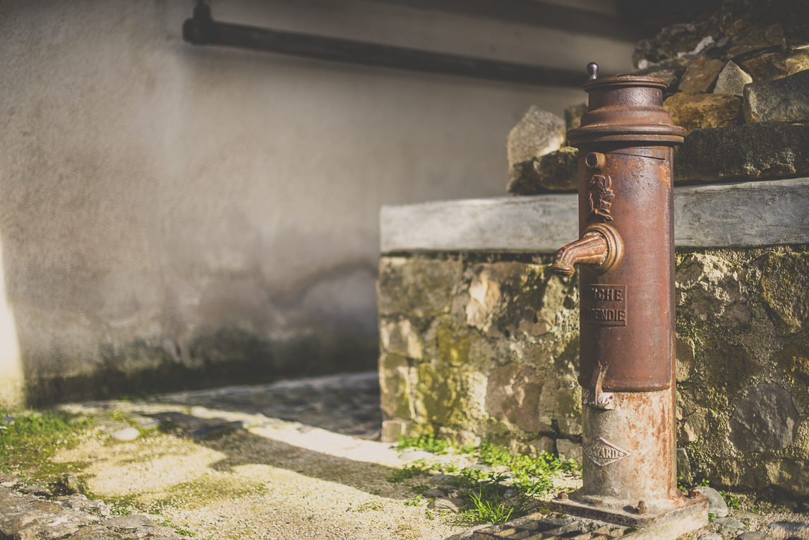 Photo of the French town of Aurignac - old fire hydrant - Aurignac Photographer