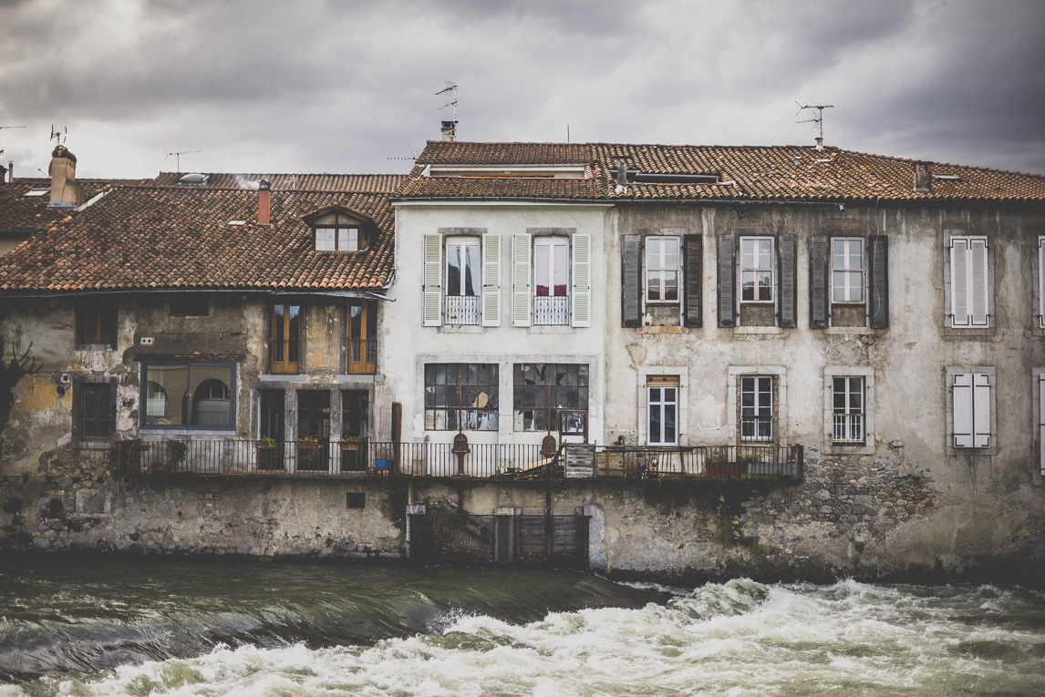 Photo of the French town of Saint-Girons - Abandonned buidings and river - Saint-Girons Photographer