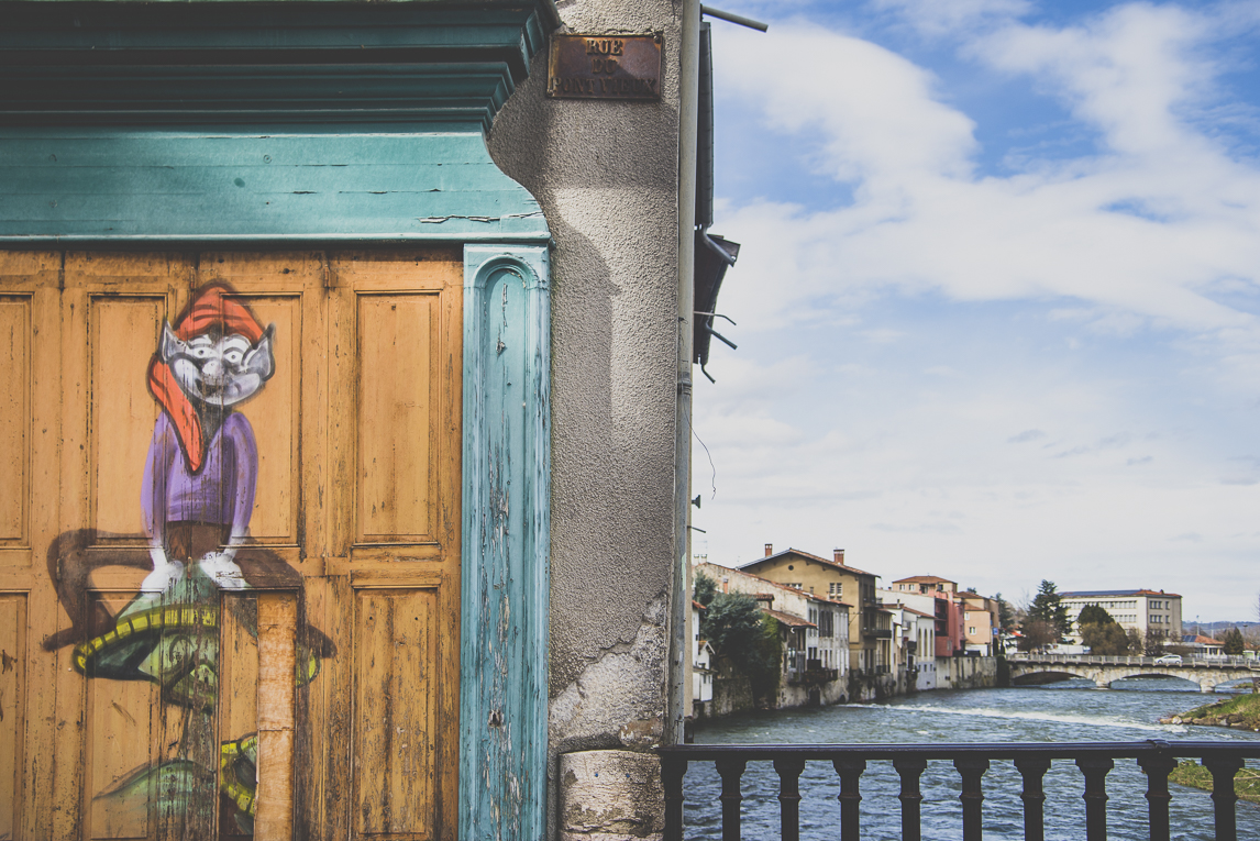 Photo of the French town of Saint-Girons - Painted door and river - Saint-Girons Photographer