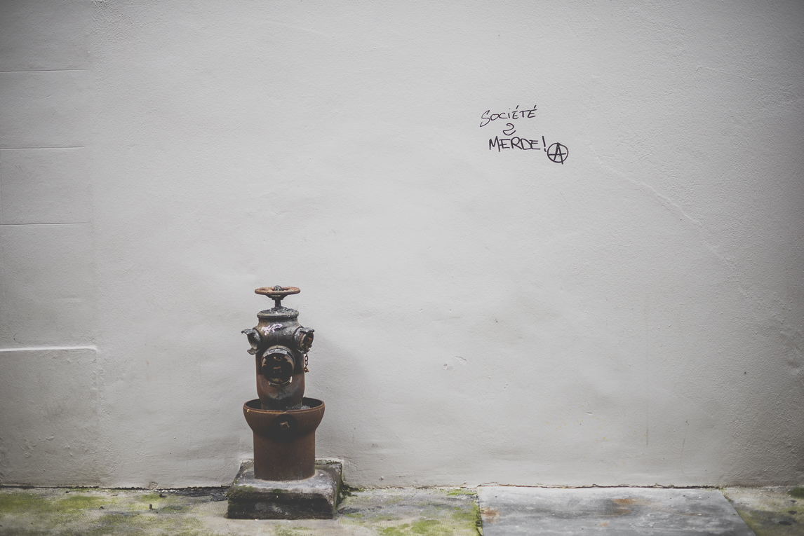 Photo of the French town of Saint-Gaudens - fire hydrant and wall tag - Saint-Gaudens Photographer