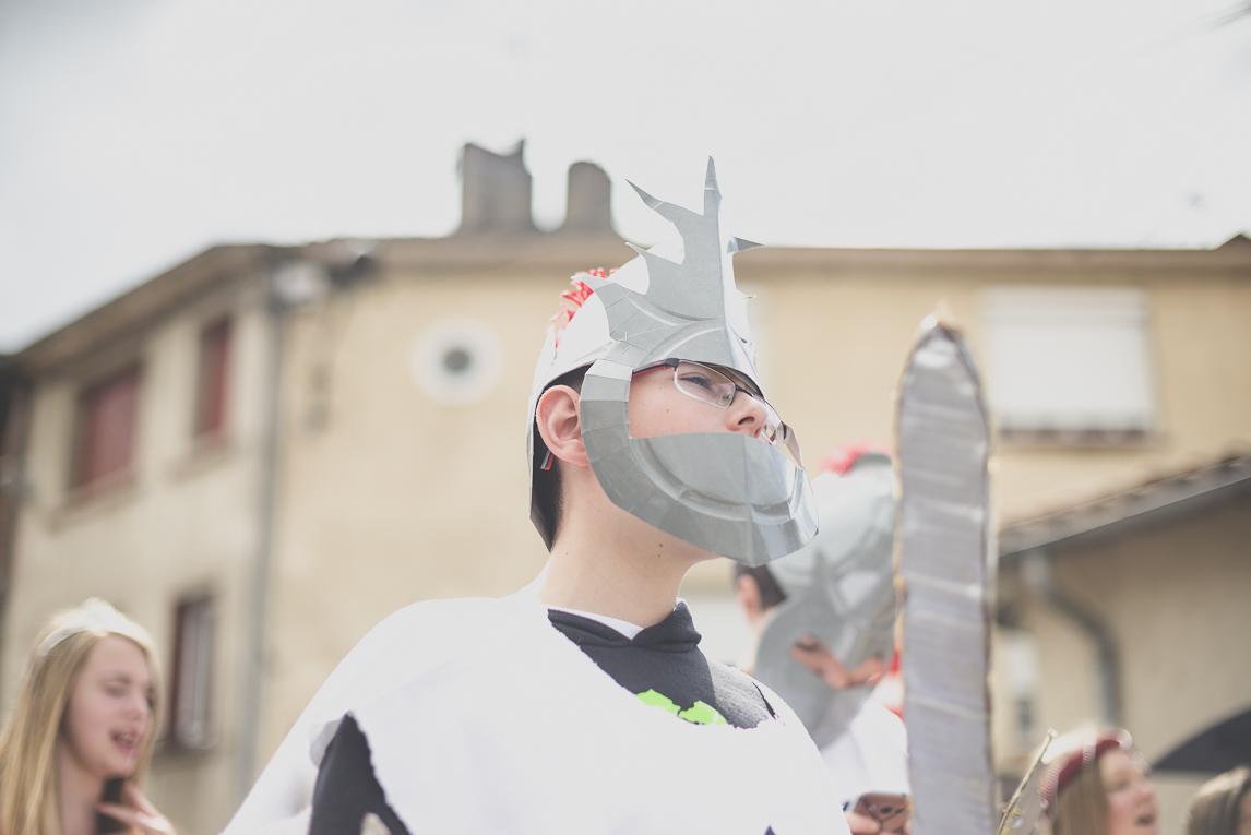 Fête des fleurs Cazères 2016 - garçon défilant en chevalier - Photographe évènementiel