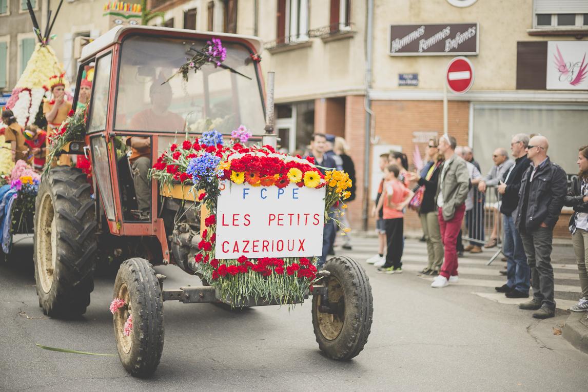 Fête des fleurs Cazères 2016 - tracteur décoré dans défilé - Photographe évènementiel