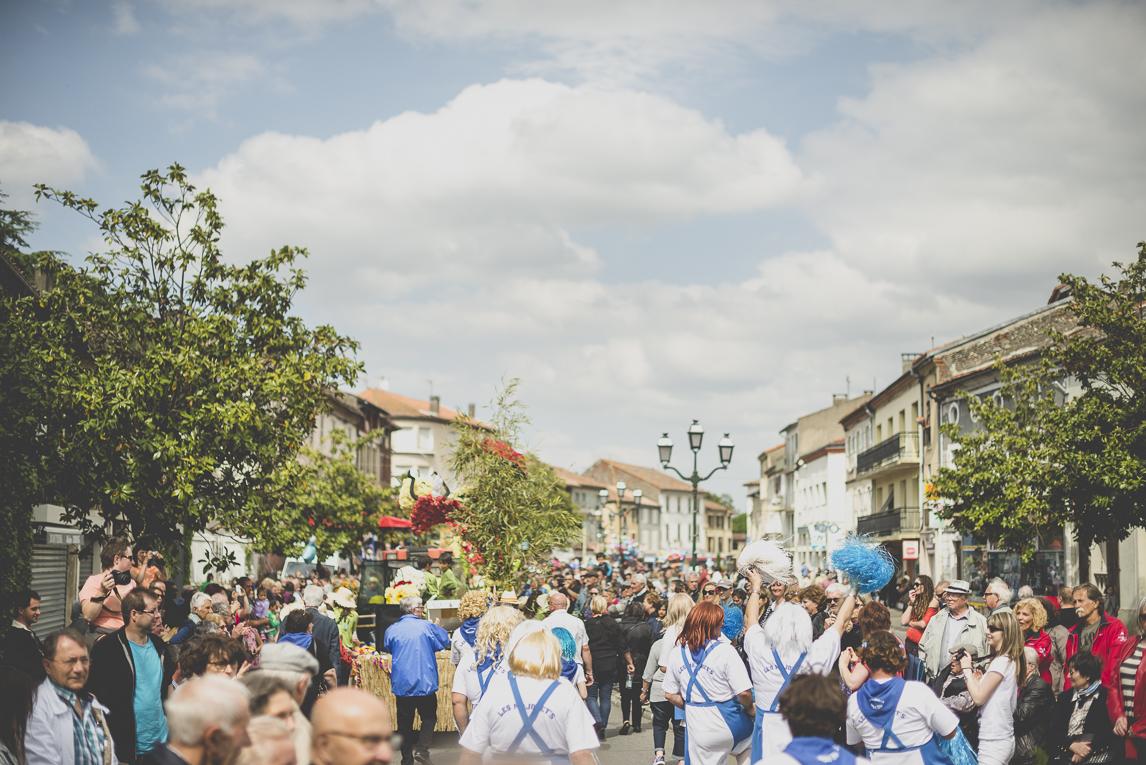 Fête des fleurs Cazères 2016 - foule de défilé - Photographe évènementiel