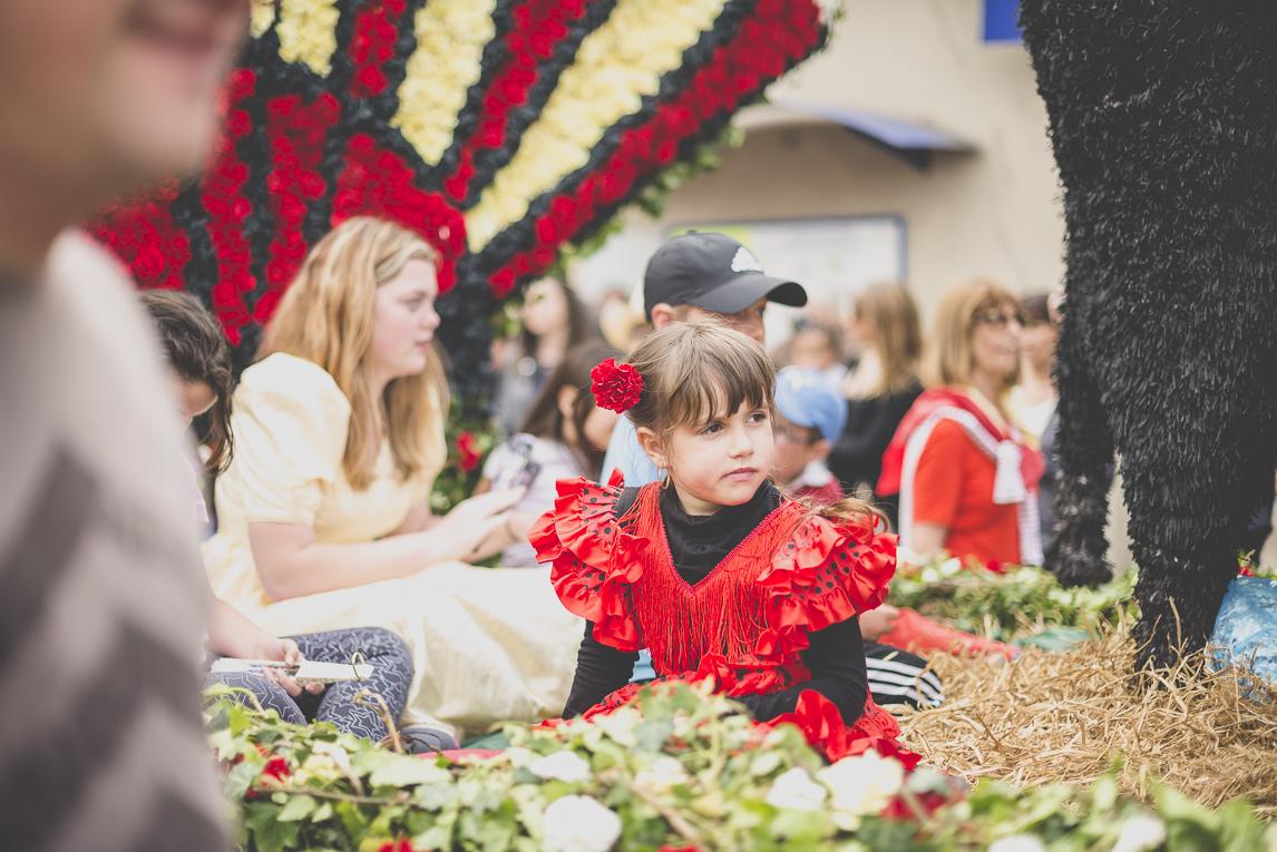 Fête des fleurs Cazères 2016 - enfant sur char de défilé - Photographe évènementiel