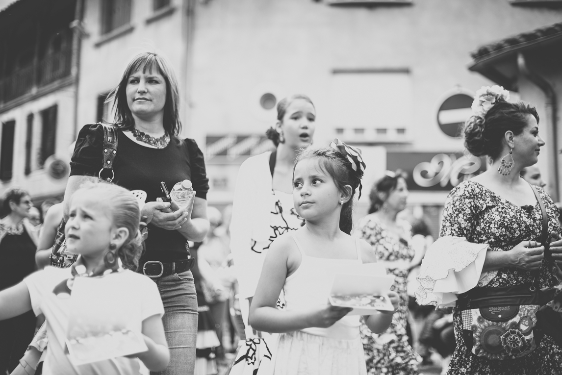 Fête des fleurs Cazères 2016 - personnes qui défilent - Photographe évènementiel