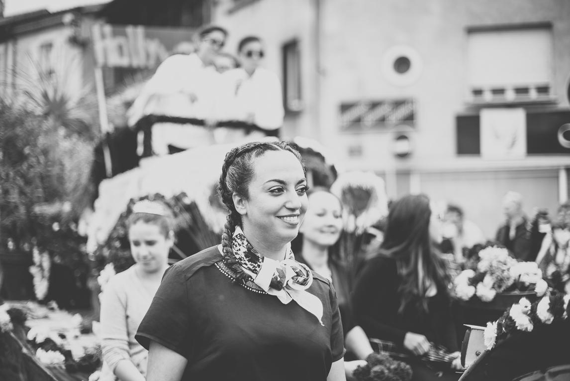 Fête des fleurs Cazères 2016 - femme défilant - Photographe évènementiel