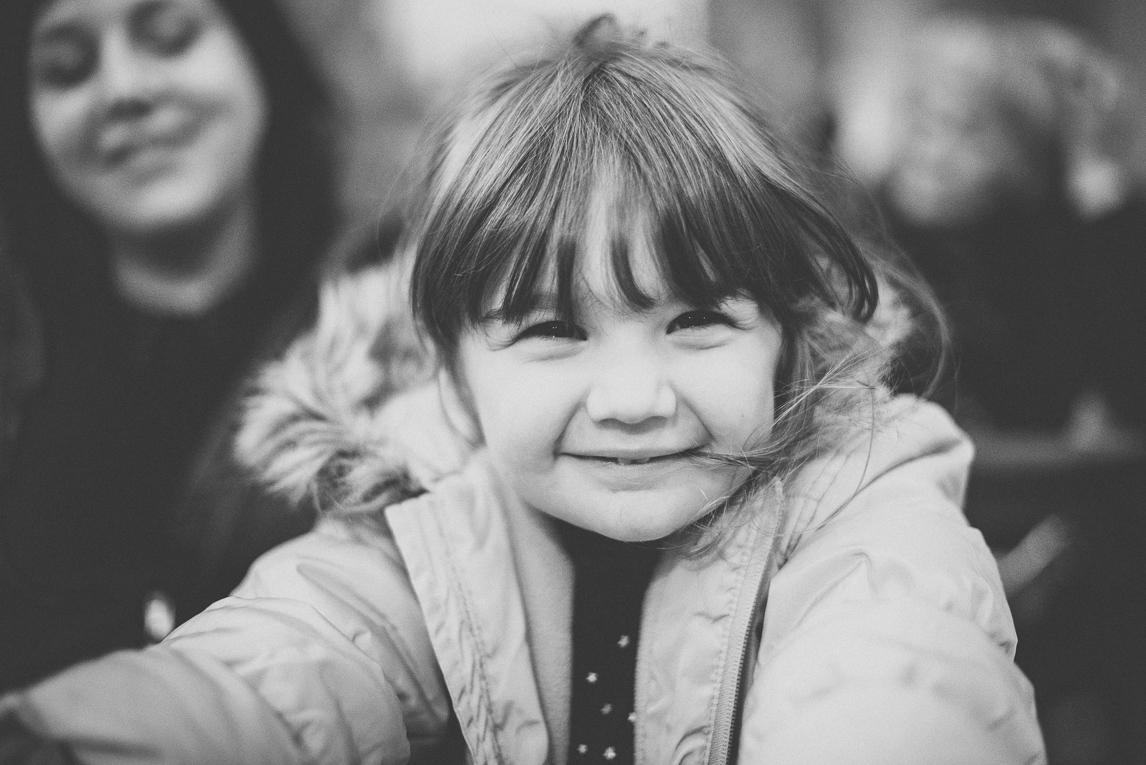 Baptism in Mondavezan - Little girl smiling - Family Photographer