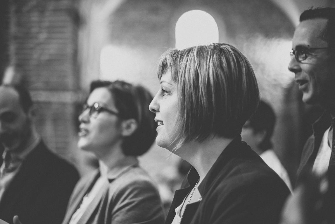 Baptême à Mondavezan - Portrait d'une femme de profil - Photographe de famille