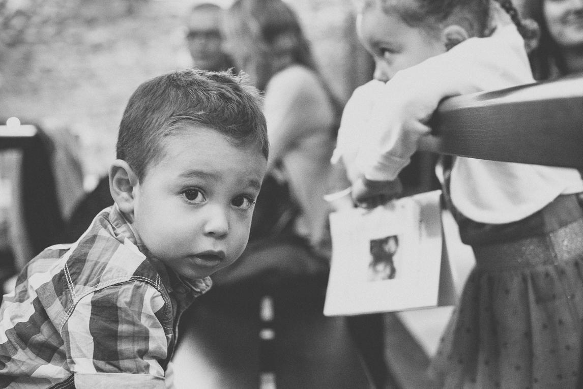 Baptême à Mondavezan - Portrait d'un petit garçon - Photographe de famille