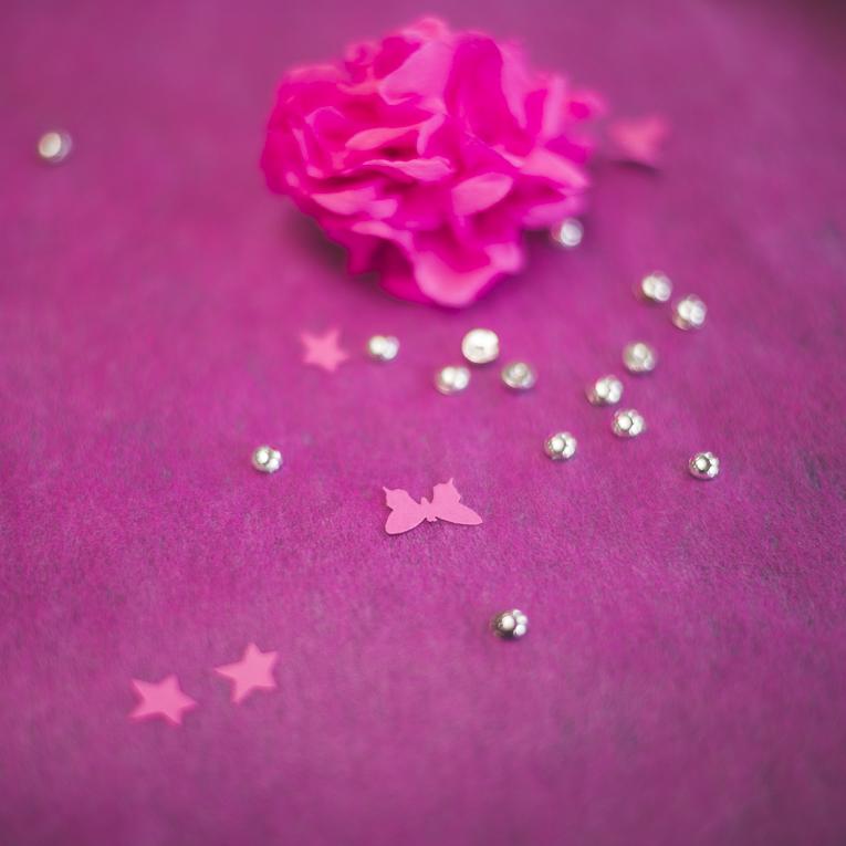 Baptême à Mondavezan - décoration de table rose - Photographe de famille