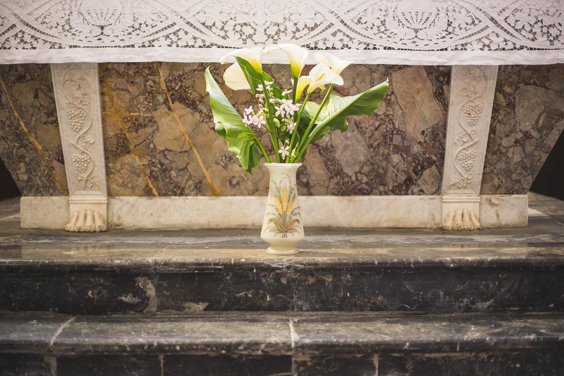 Baptême à Mondavezan - Bouquet de fleurs arum - Photographe de famille