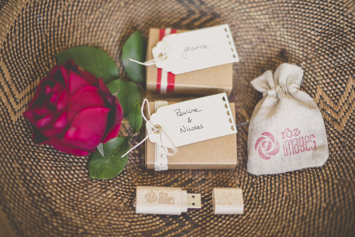 Photographer USB packaging - personalised usb stick near small packaging boxes and little pouch - Photographer Toulouse