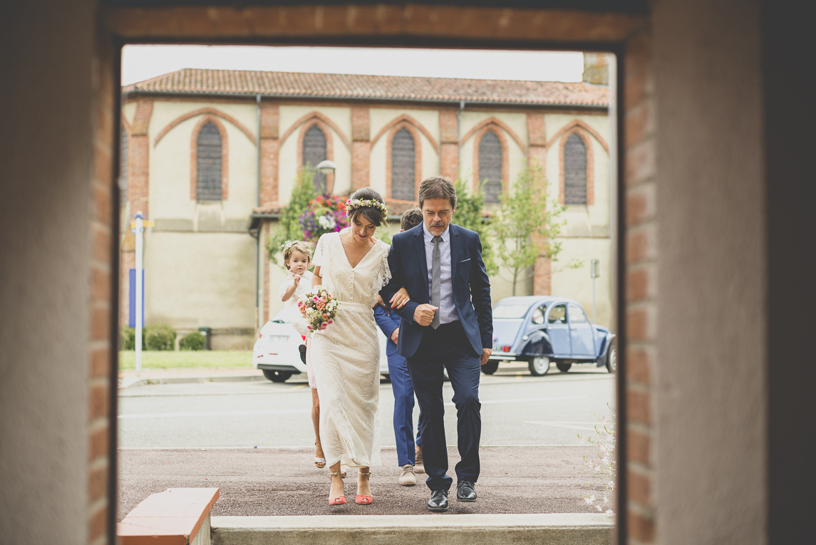 Wedding Photography Toulouse - bride and father's entrance into town hall - Wedding Photographer