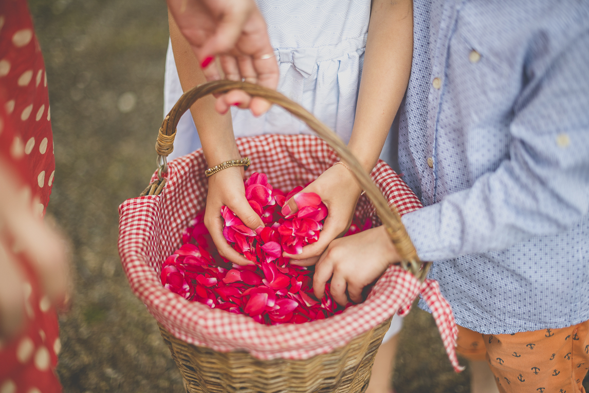 Wedding Photography Toulouse - basket of rose petals - Wedding Photographer