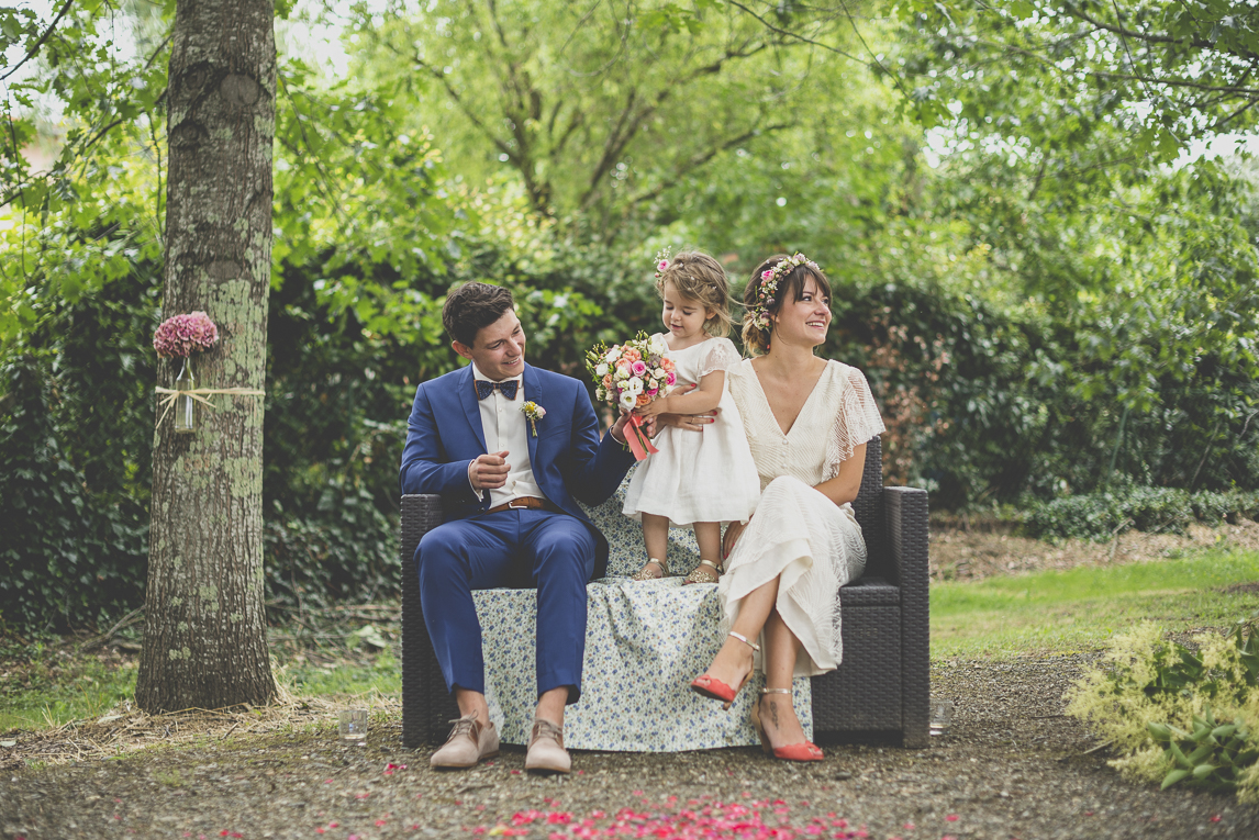 Wedding Photography Toulouse - married couple and child during secular ceremony - Wedding Photographer