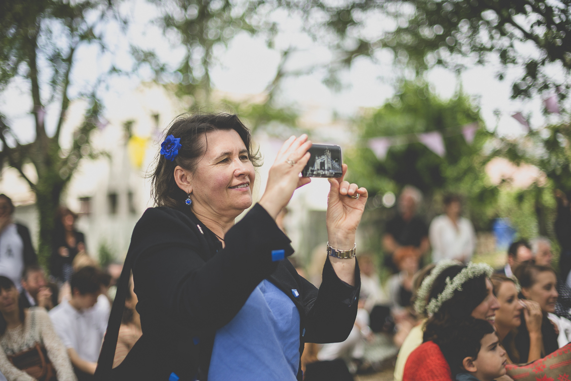 Wedding Photography Toulouse - guest takes a picture during secular ceremony - Wedding Photographer