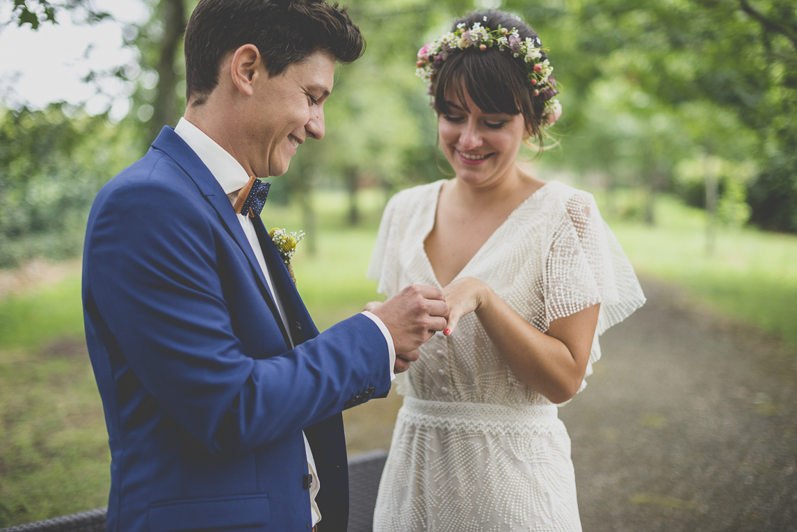 Wedding Photography Toulouse - married couple exchanging rings - Wedding Photographer