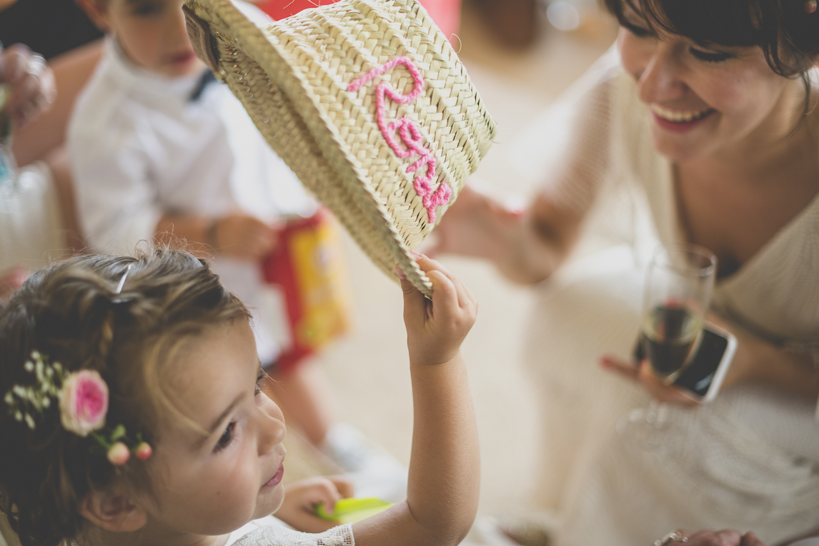 Wedding Photography Toulouse - child with straw hat - Wedding Photographer