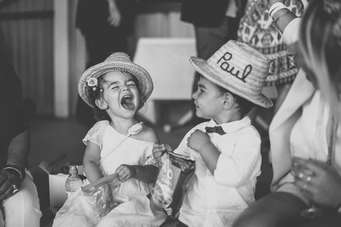 Wedding Photography Toulouse - children eating and laughing - Wedding Photographer