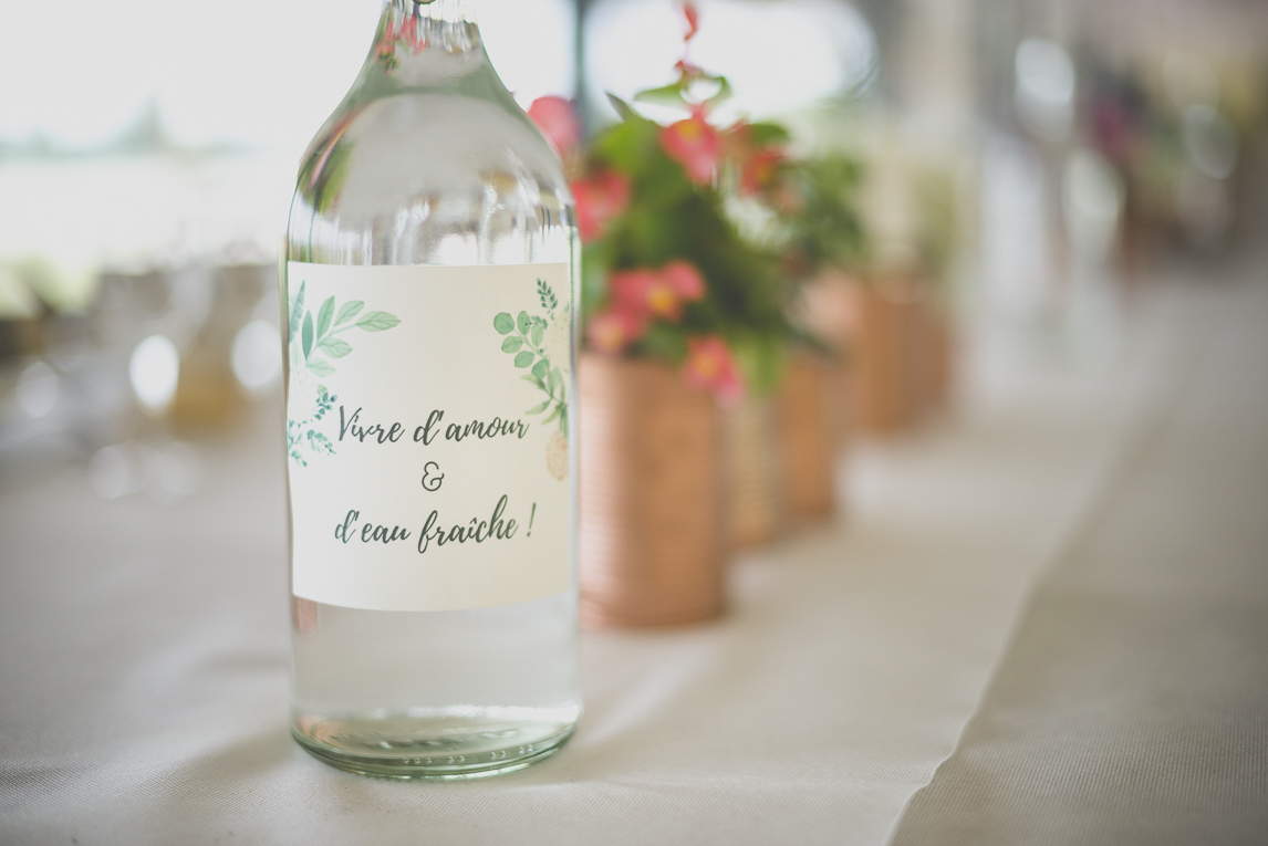 Wedding Photography Toulouse - water bottle on table - Wedding Photographer