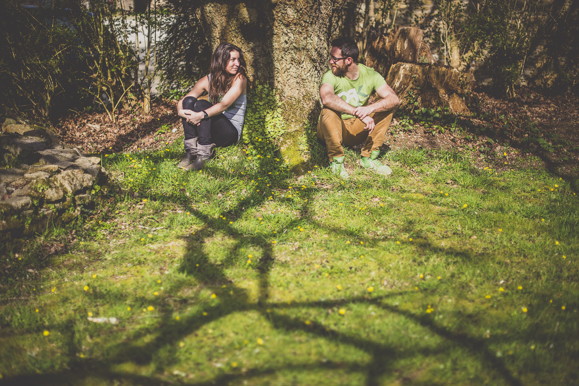Couple session in Brittany - couple sitting in front of tree - Couple Photographer