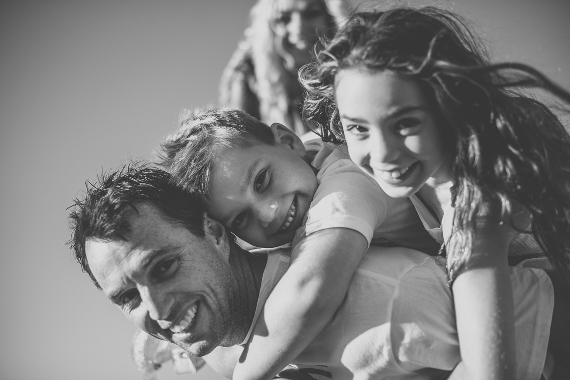 Family photo session - children on their dad's back - Family Photographer