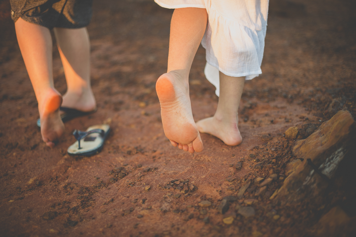 Family photo session - bare feet of children became red from red sand - Family Photographer
