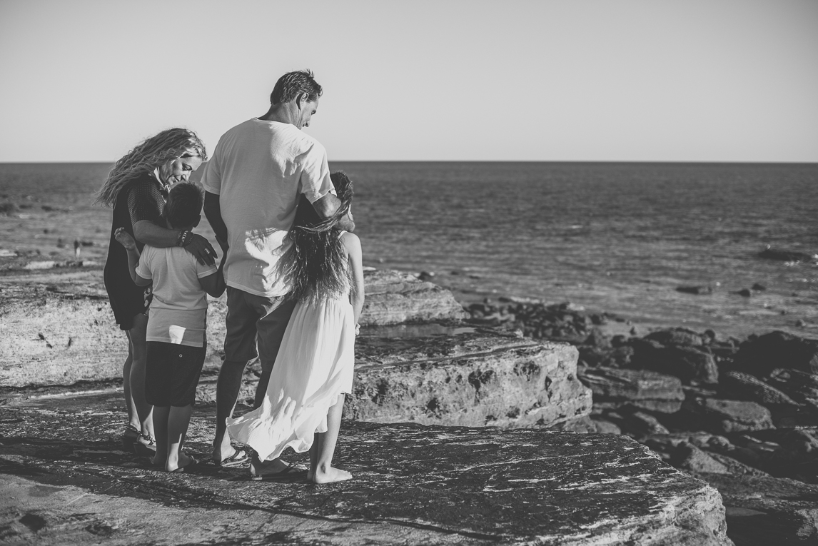 Family photo session - family watching the sea - Family Photographer