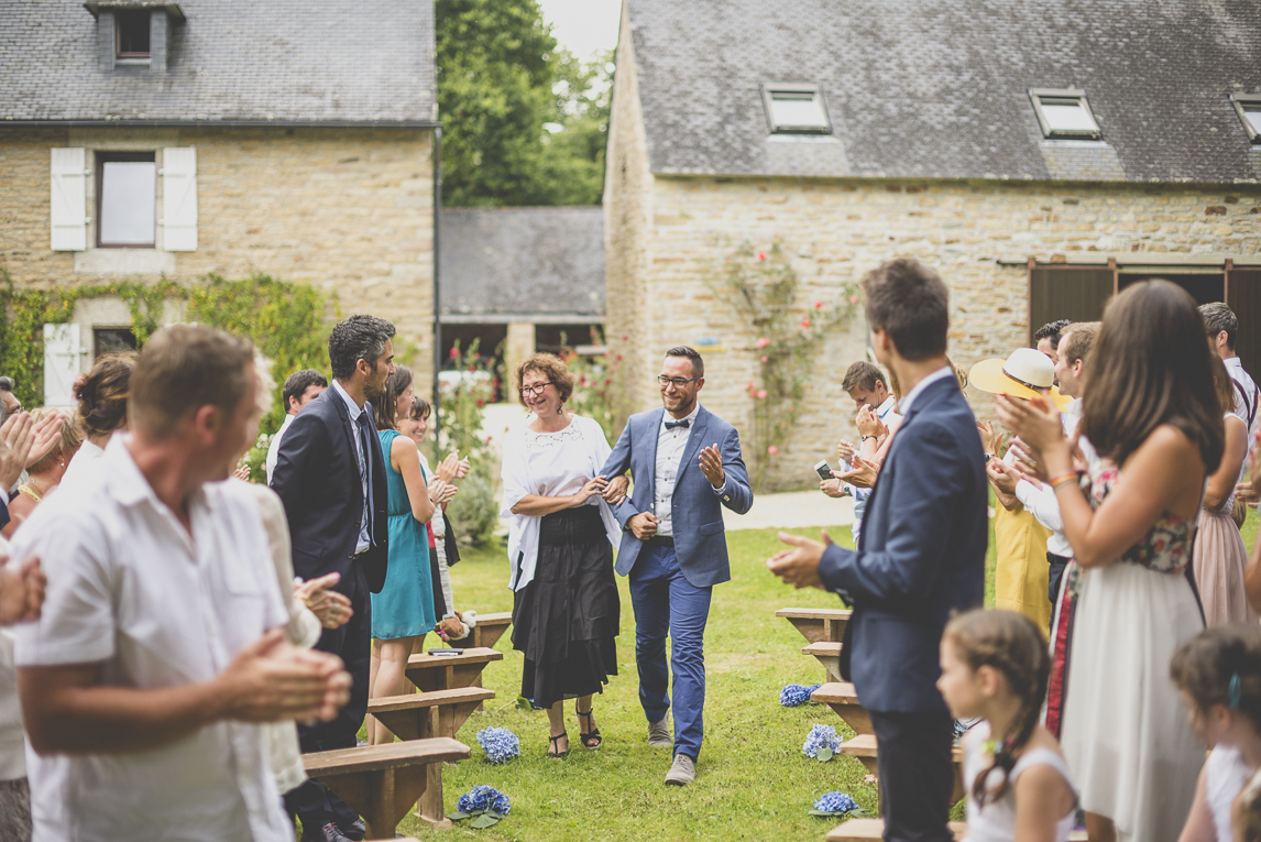 Wedding Photography Brittany - arrival of groom with his mum to ceremony - Wedding Photographer