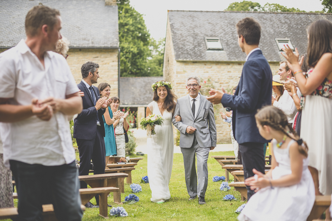 Wedding Photography Brittany - arrival of bride with her dad to ceremony - Wedding Photographer